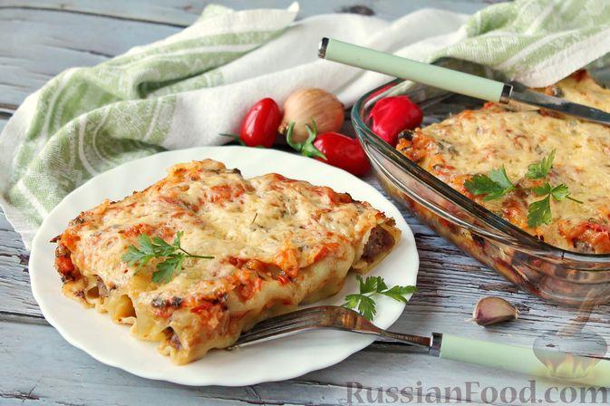Фото к рецепту: Каннеллони с мясным фаршем, запеченные под томатным соусом и сыром