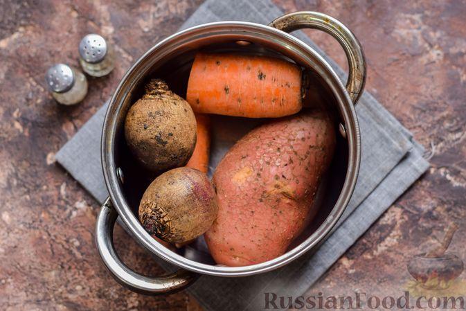 """Фото приготовления рецепта: Салат """"Сёмга под шубой"""" - шаг №2"""