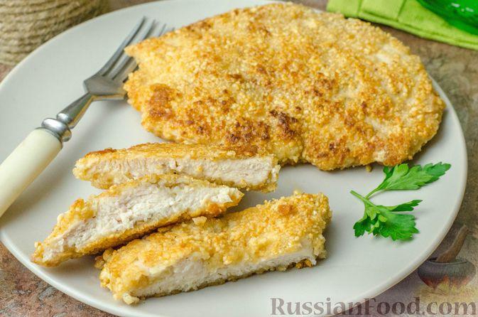 Фото приготовления рецепта: Отбивные из куриного филе в арахисовой панировке - шаг №12
