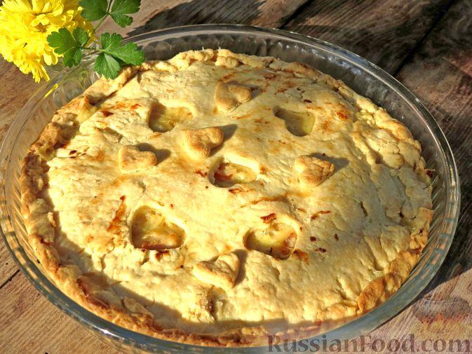 Фото к рецепту: Песочный пирог с курицей и овощами