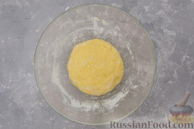 Фото приготовления рецепта: Банановый пирог-перевёртыш (Тарт Татен) - шаг №6