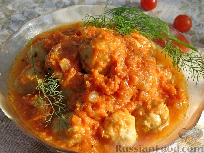Фото к рецепту: Рыбные тефтельки в томатном соусе