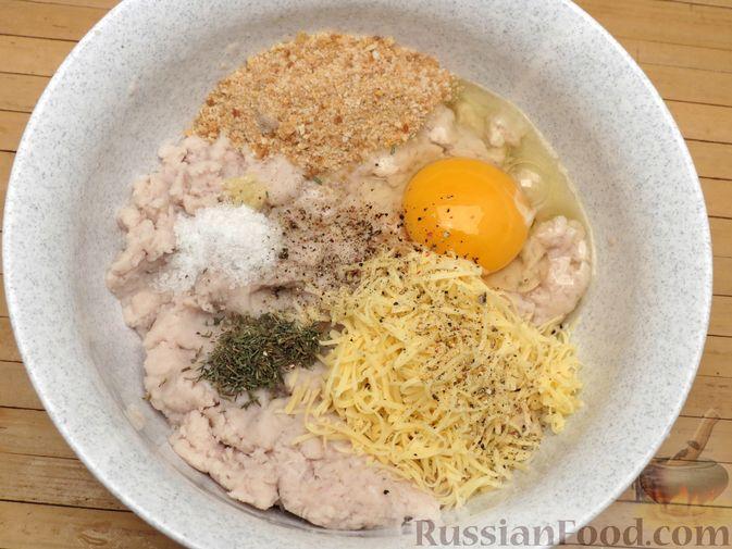 Фото приготовления рецепта: Рыбные тефтельки в томатном соусе - шаг №9
