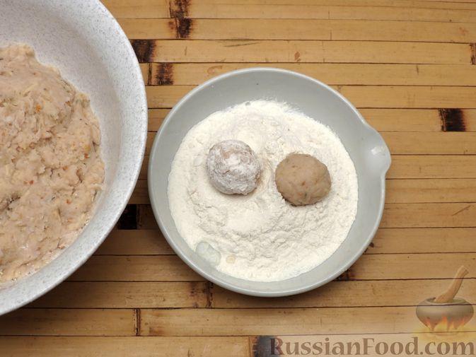 Фото приготовления рецепта: Рыбные тефтельки в томатном соусе - шаг №10