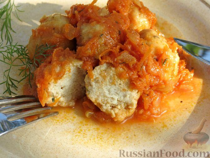 Фото приготовления рецепта: Рыбные тефтельки в томатном соусе - шаг №22