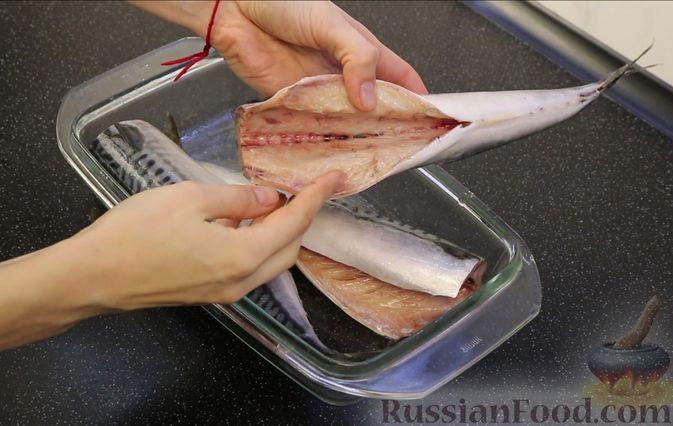 Фото приготовления рецепта: Малосольная скумбрия пряного посола - шаг №5