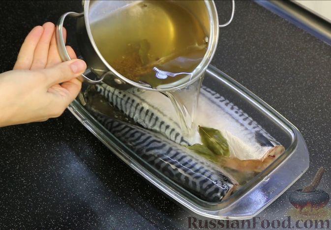 Фото приготовления рецепта: Малосольная скумбрия пряного посола - шаг №6