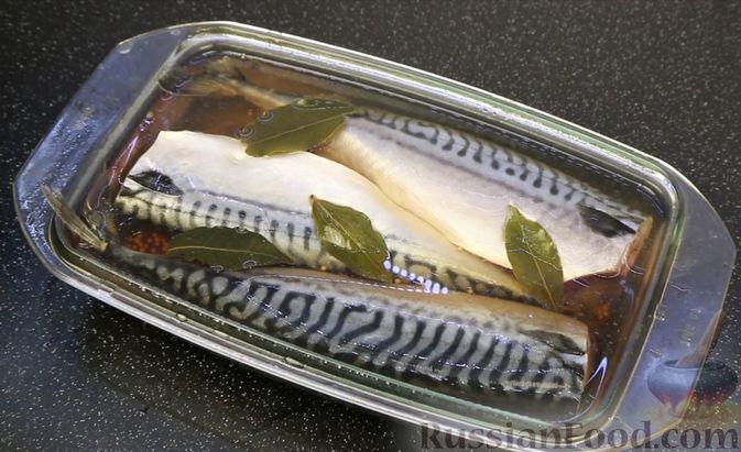 Фото приготовления рецепта: Малосольная скумбрия пряного посола - шаг №7