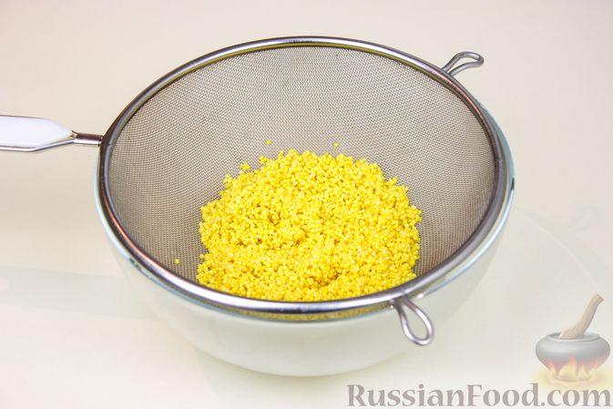 """Фото приготовления рецепта: Каша """"Дружба"""" из пшена и риса, на молоке - шаг №2"""