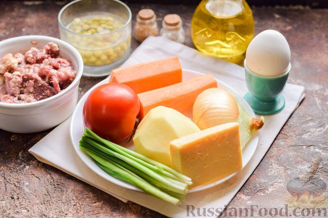 Фото приготовления рецепта: Суп с тушенкой, консервированным горошком и сыром - шаг №1