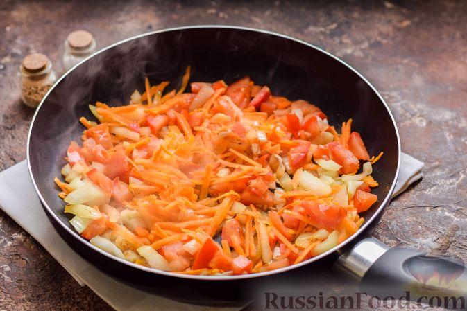 Фото приготовления рецепта: Суп с тушенкой, консервированным горошком и сыром - шаг №5