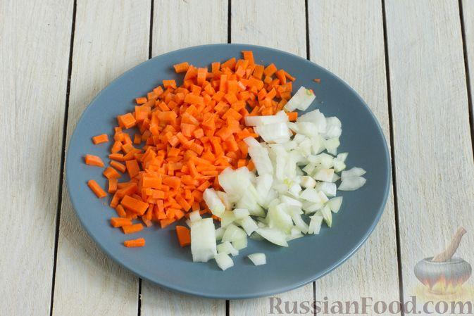 Фото приготовления рецепта: Чечевичный суп с овощами - шаг №2