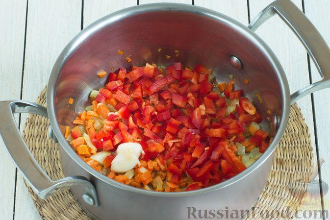 Фото приготовления рецепта: Чечевичный суп с овощами - шаг №4
