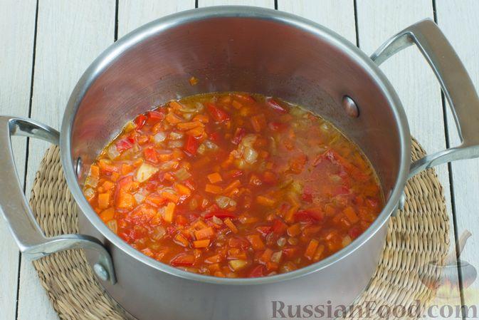 Фото приготовления рецепта: Чечевичный суп с овощами - шаг №5