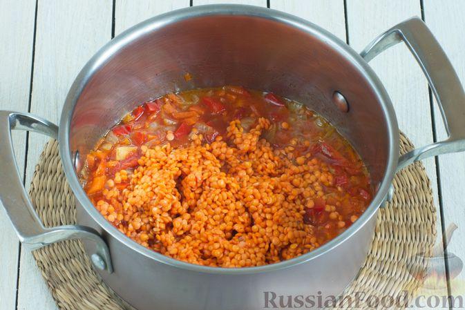 Фото приготовления рецепта: Чечевичный суп с овощами - шаг №6