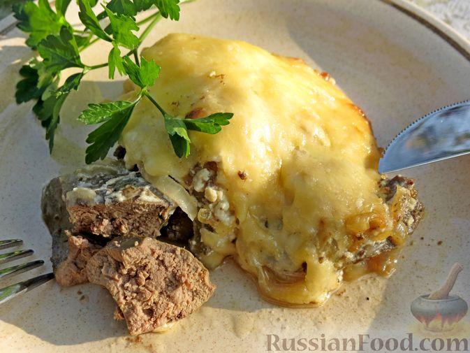 Фото к рецепту: Куриная печень, запечённая с луком и сыром