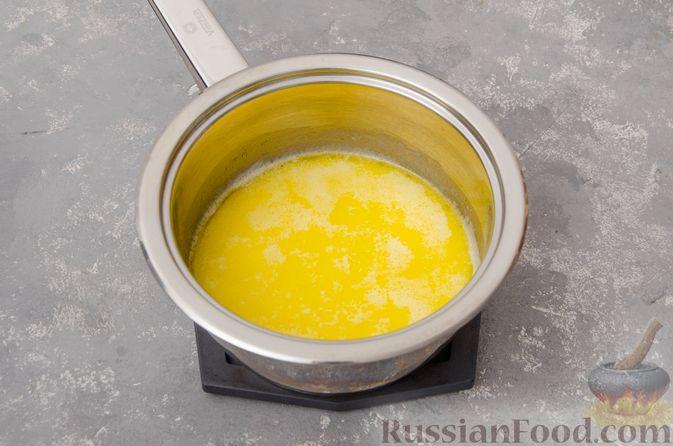Фото приготовления рецепта: Профитроли со сливочным кремом и шоколадной глазурью - шаг №3