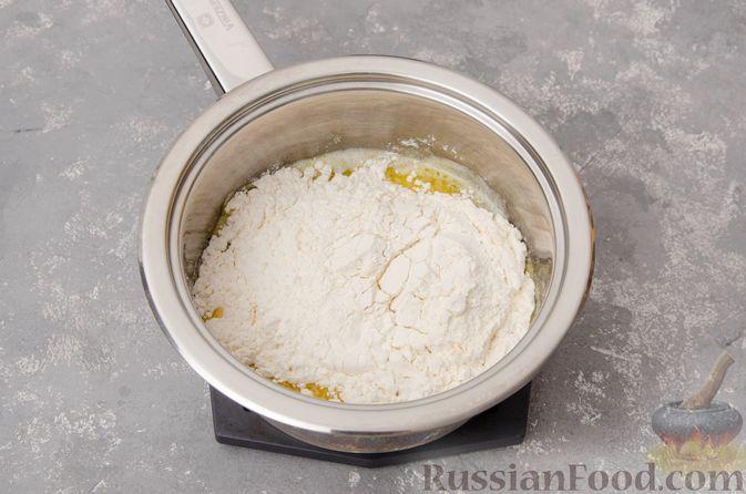 Фото приготовления рецепта: Профитроли со сливочным кремом и шоколадной глазурью - шаг №4