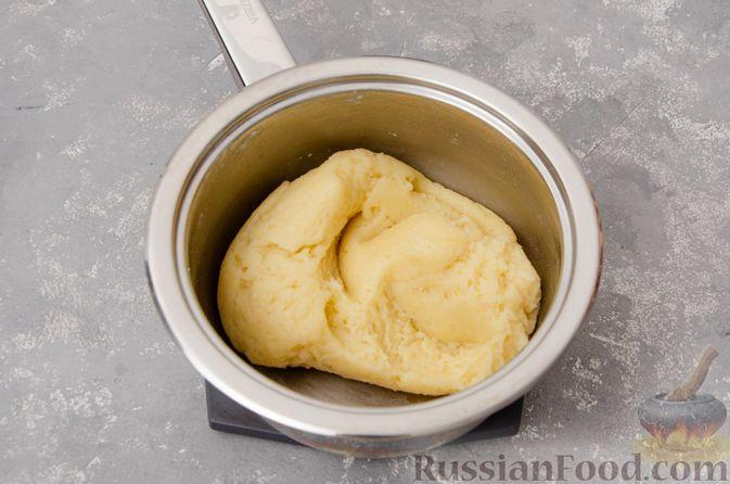 Фото приготовления рецепта: Профитроли со сливочным кремом и шоколадной глазурью - шаг №5