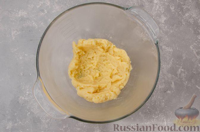 Фото приготовления рецепта: Профитроли со сливочным кремом и шоколадной глазурью - шаг №6
