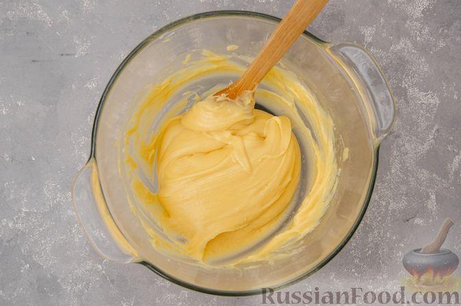 Фото приготовления рецепта: Профитроли со сливочным кремом и шоколадной глазурью - шаг №9