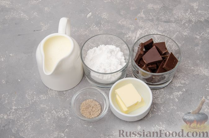 Фото приготовления рецепта: Профитроли со сливочным кремом и шоколадной глазурью - шаг №13