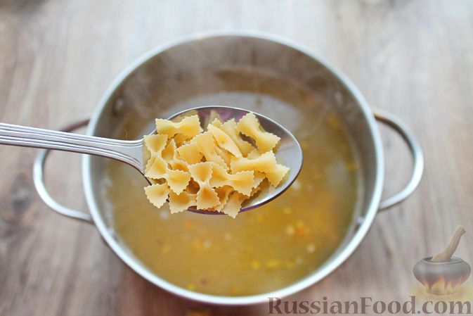 Фото приготовления рецепта: Суп с тушенкой и макаронами - шаг №6