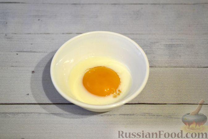 Фото приготовления рецепта: Дрожжевые пирожки-плетёнки на молоке, с мясным фаршем - шаг №16