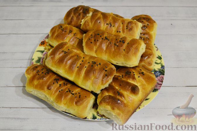 Фото приготовления рецепта: Дрожжевые пирожки-плетёнки на молоке, с мясным фаршем - шаг №20