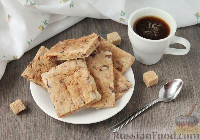 Фото к рецепту: Быстрое печенье с шоколадной крошкой (в микроволновке)