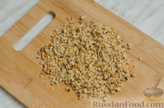 Фото приготовления рецепта: Песочное печенье с орехами - шаг №3