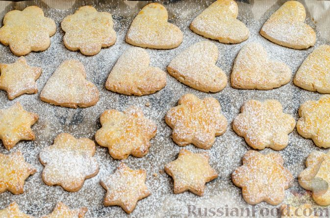 Фото приготовления рецепта: Песочное печенье с орехами - шаг №17