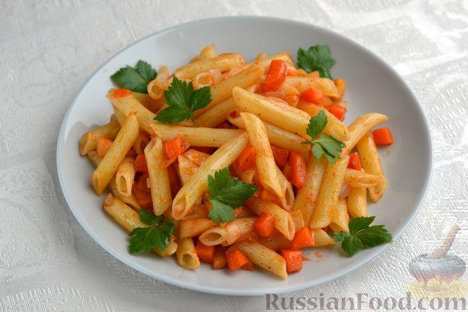 Фото к рецепту: Макароны с морковью, луком и яблоком