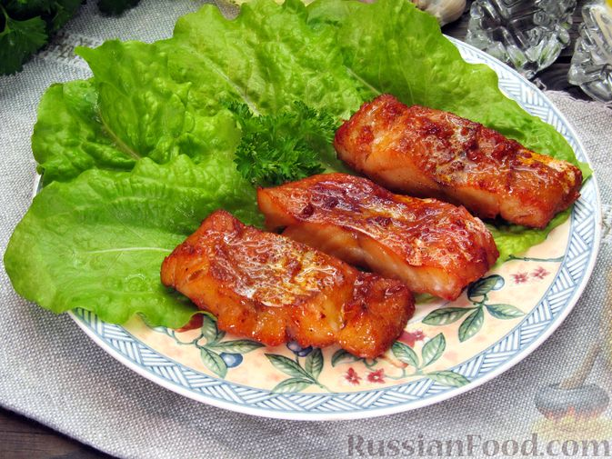 Фото к рецепту: Запечённый минтай с имбирем и паприкой (в духовке)