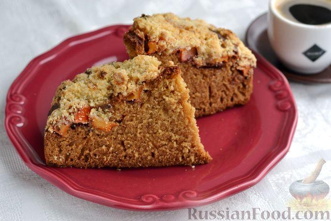 Фото к рецепту: Пирог на молоке, с хурмой и штрейзелем
