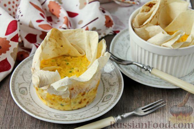 Фото к рецепту: Омлет с курицей и сыром в лаваше (в микроволновке)