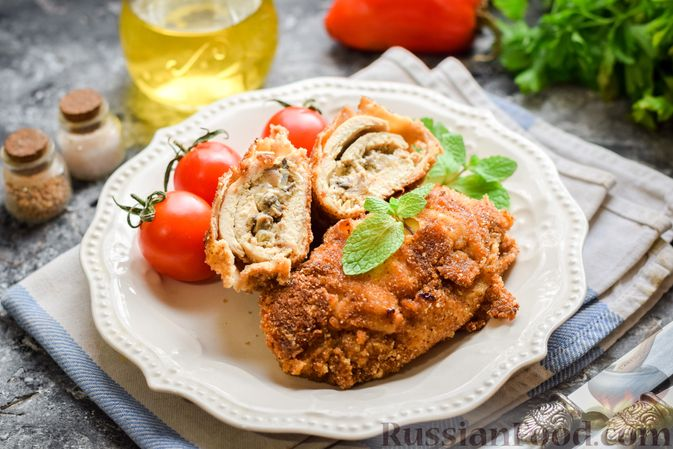 Фото к рецепту: Рулетики из куриного филе с грибной начинкой