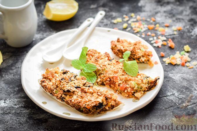 Фото к рецепту: Овсяные батончики с сухофруктами, цукатами и орехами