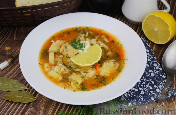 Фото к рецепту: Рассольник с рыбой и рисом