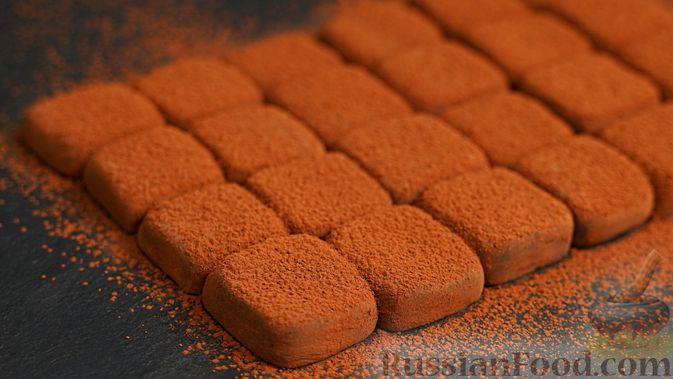 Фото к рецепту: Домашние трюфели из сгущенного молока и какао