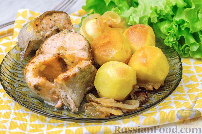 Фото к рецепту: Форель, запечённая с картофелем