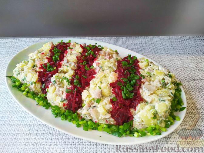Фото к рецепту: Полосатый салат с сельдью и свёклой