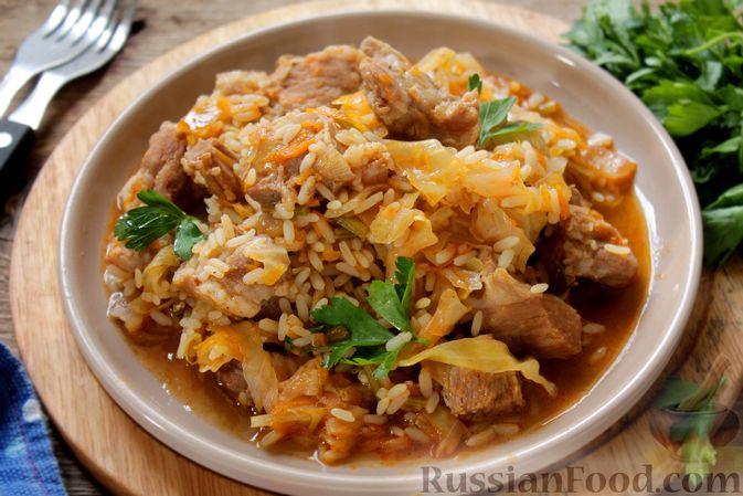 Фото к рецепту: Капуста, тушенная с мясом и рисом (на сковороде)