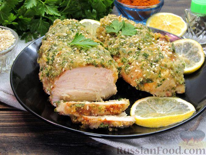 Фото к рецепту: Куриное филе, запечённое в панировке с лимонной цедрой, петрушкой и кунжутом