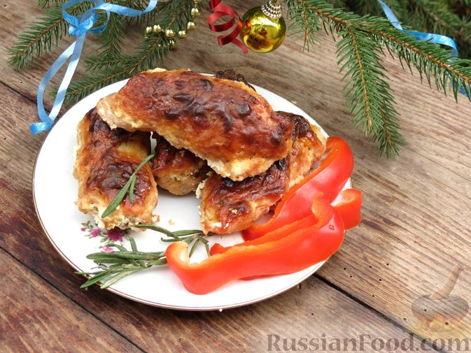 Фото к рецепту: Рулетики из индейки с грибами, яйцами и сыром, запечённые в сметане