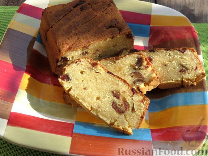 Фото к рецепту: Кукурузный кекс на молоке, с финиками и апельсиновой цедрой (без сахара)