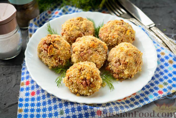 Фото к рецепту: Закусочные хлебные шарики с колбасой и сыром (в духовке)
