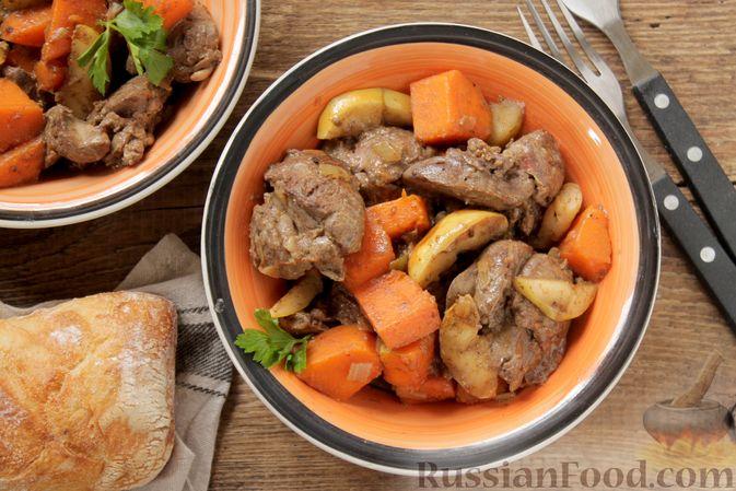 Фото к рецепту: Куриная печень с тыквой, яблоками, вином и корицей