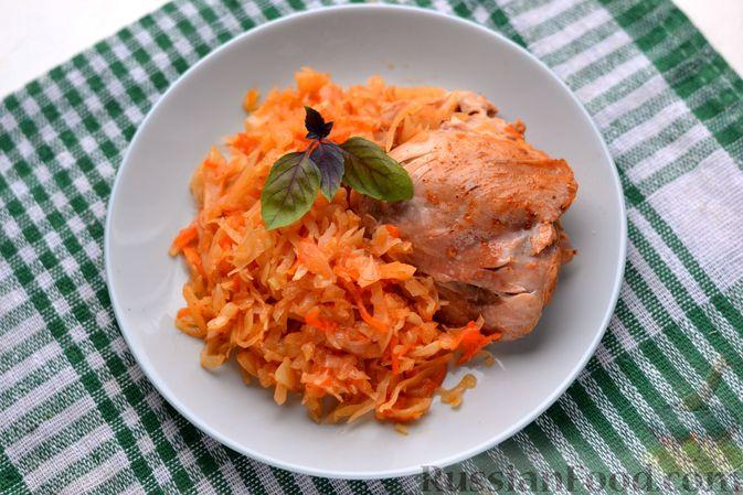Фото к рецепту: Курица, тушенная с квашеной капустой