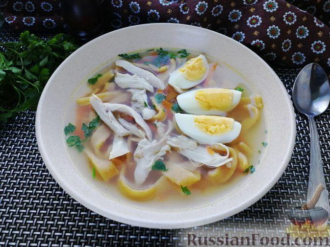 Фото к рецепту: Суп с курицей и тыквенной лапшой